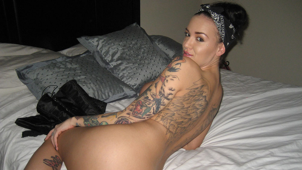 Tattood girl loves kinky sex